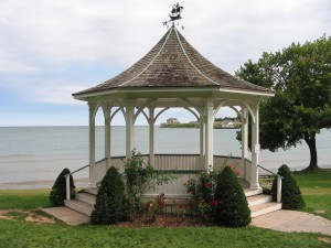 NOTL-Queen St Gazebo
